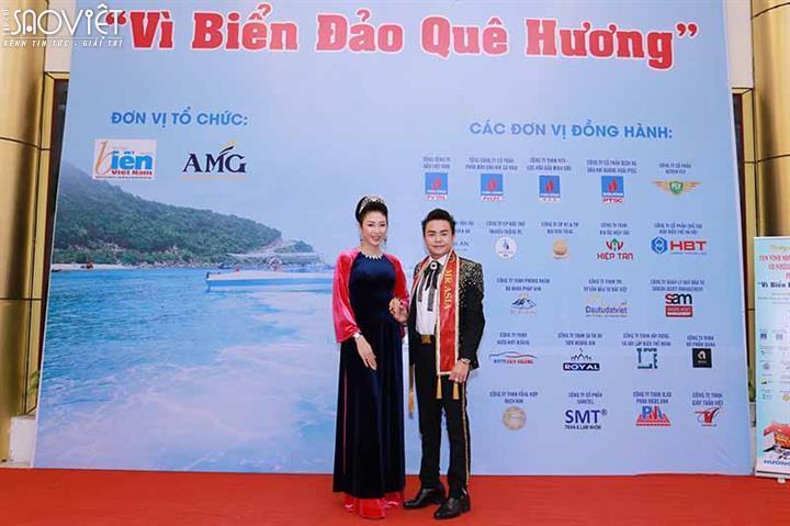 """Kết quả hình ảnh cho Tân Hoa hậu Võ Nhật Phượng sánh đôi cùng Nam vương Huy Hoàng ủng hộ chương trình """"Vì biển đảo quê hương"""""""