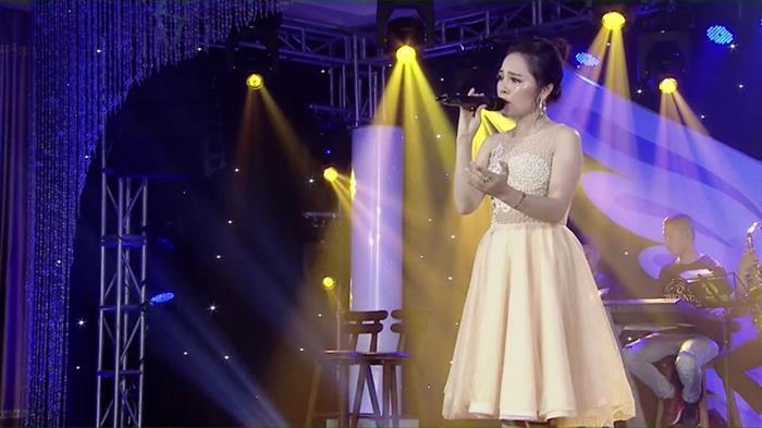 Lam Nguyet Anh tung MV Hue Tinh Yeu Cua Toi