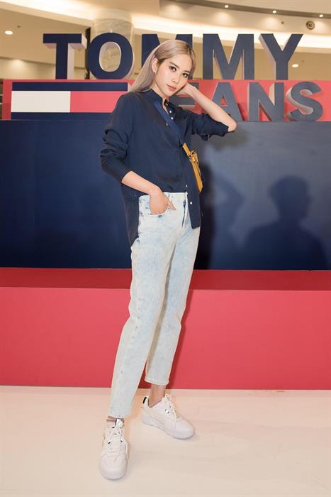 Nam Em bất ngờ xinh đẹp với Tommy Jeans